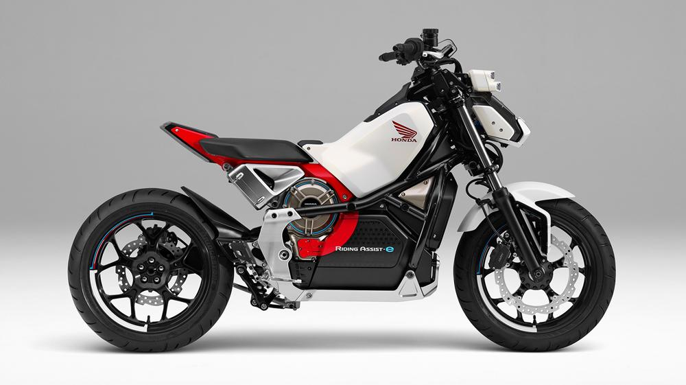 例の「転ばないバイク」が登場