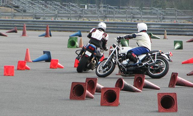 Hondaモーターサイクリストスクール スラローム初中級(ツインリンクもてぎ)