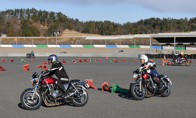 Hondaモーターサイクリストスクール スラローム中上級(ツインリンクもてぎ)